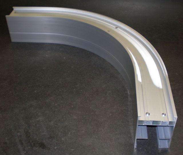 《部材》レール上枠 《材質》6063S-T1 《断面サイズ》95×70 嵌合