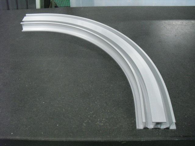《部材》レール下枠 《材質》6063S-T5 《断面サイズ》143×50 嵌合