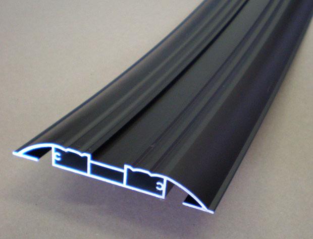 《部材》カバー 《材質》6063S-T5 《断面サイズ》180×20